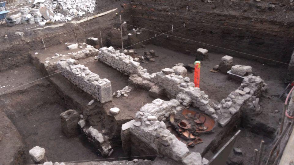 Археологи нашли ацтекское захоронение ребенка с ножом в голове