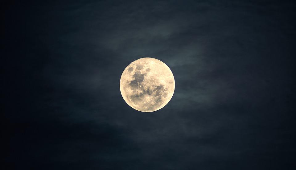 Новое исследование подтвердило, что Луна влияет на сон человека