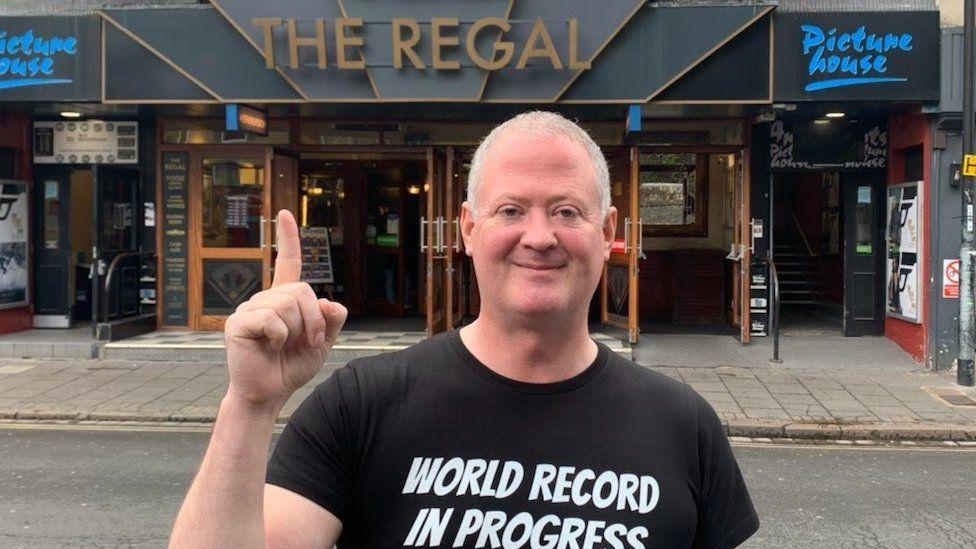 Новый мировой рекорд: британец за 24 часа посетил 51 паб