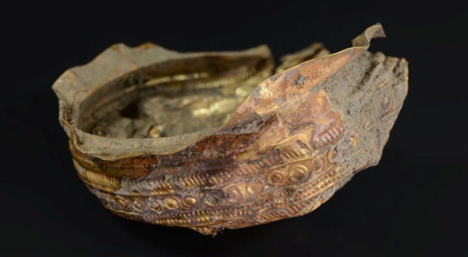 Археологи нашли золотую чашу возрастом около трех тысяч лет