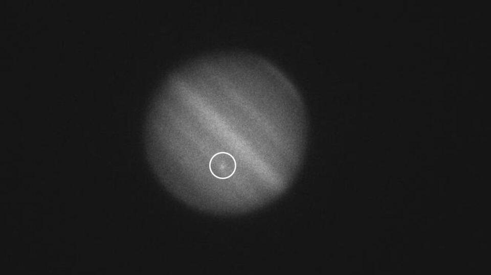 В Юпитер за месяц врезался уже второй астероид