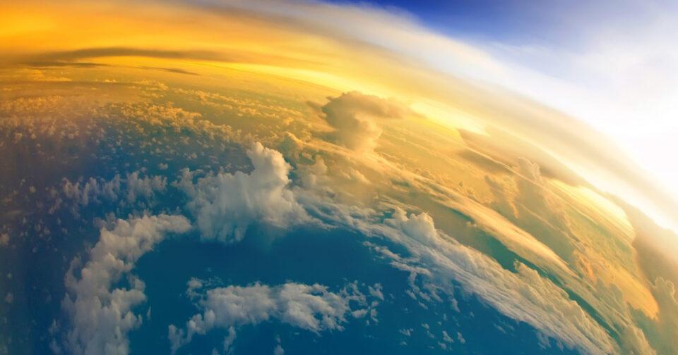 Земля стала более тусклой, чем буквально 17 лет назад