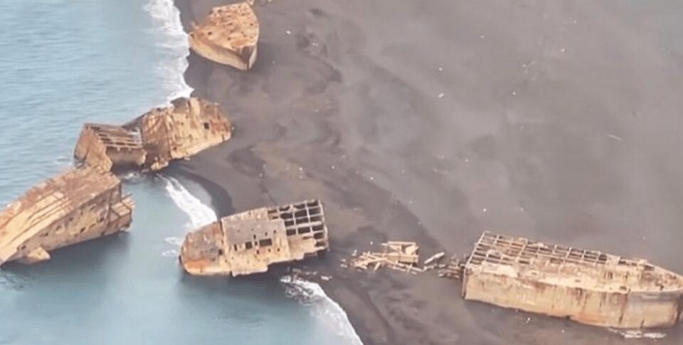 У берегов японского острова всплыли корабли, затонувшие 80 лет назад