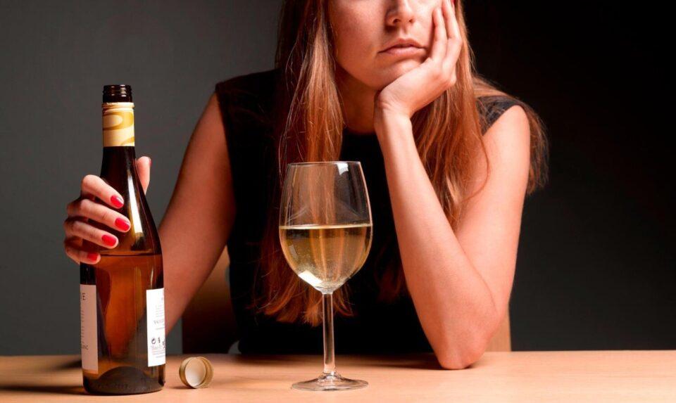 Названа группа крови, с которой запрещено пить алкоголь