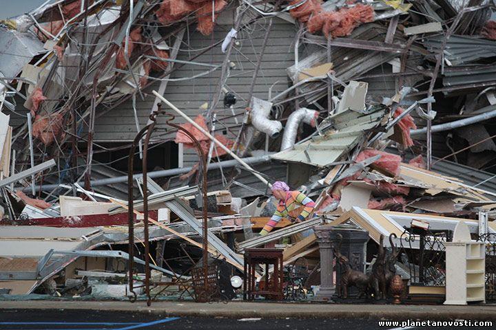 США: торнадо унесли жизни 36 человек (Видео)