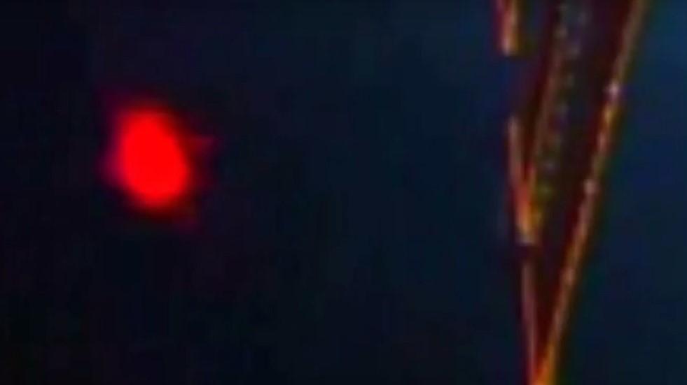 Камерой МКС была заснята таинственная красная вспышка над Землей