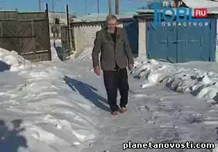Дедушка из села Остроленка не чувствует холода