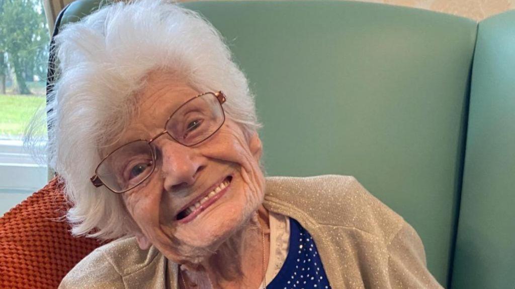 107-летняя британка поделилась со всеми секретом своего долголетия