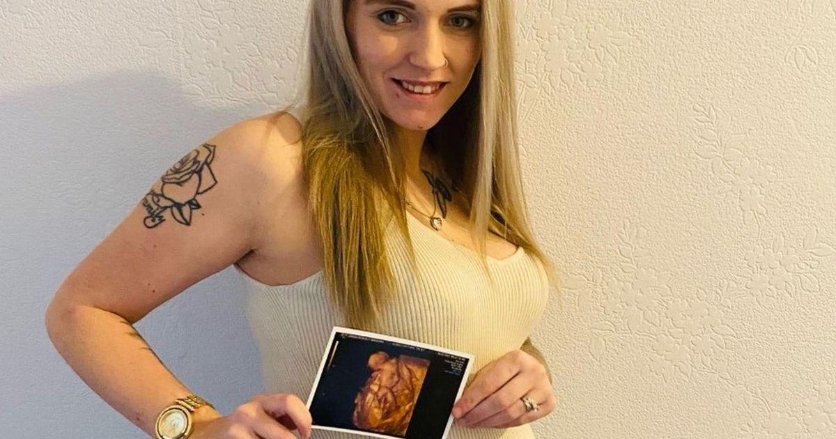 Родители в шоке: их малыш в утробе показал средний палец