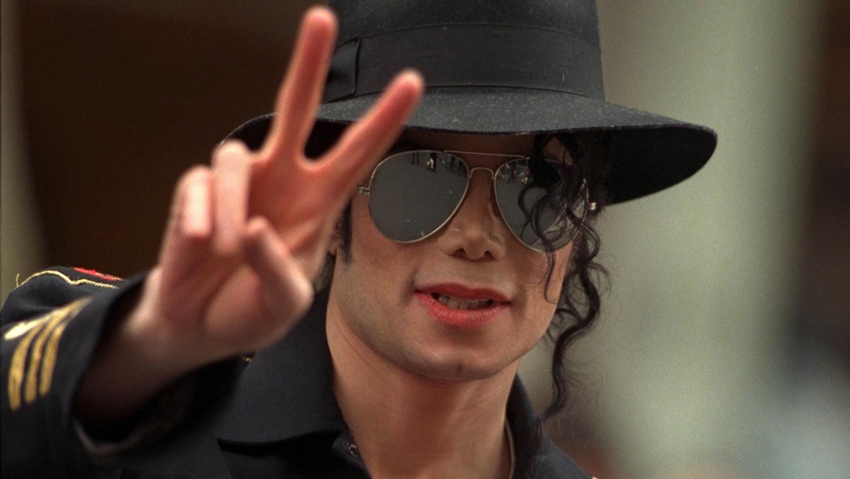 Майкл Джексон жив: фанат поп-короля представил доказательства
