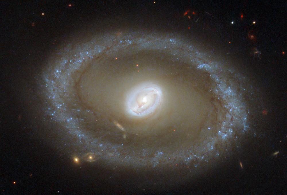 NASA опубликовало снимок сейфертовской галактики NGC 3081