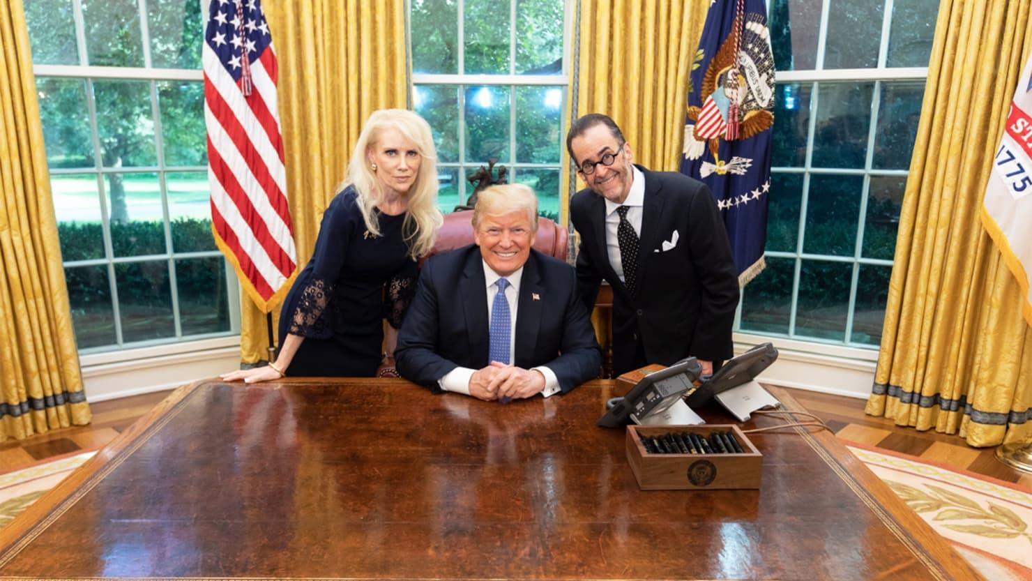 Дональд Трамп пригласил в Белый дом известного конспиролога