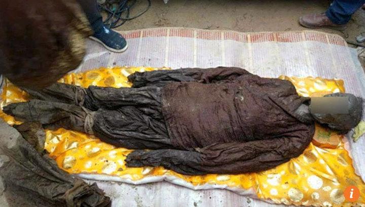 В Китае обнаружены хрустальные гробы с мумиями