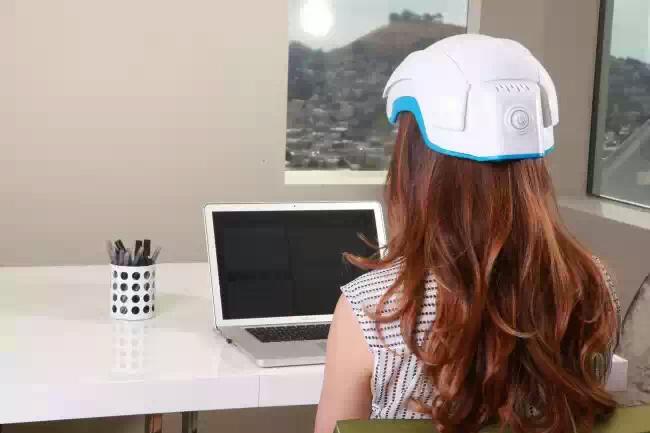 Шлем Theradome лечит выпадение волос в домашних условиях