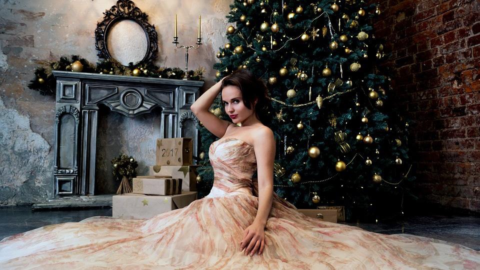 Каким фасонам вечерних платьев отдать предпочтение для празднования Нового года!