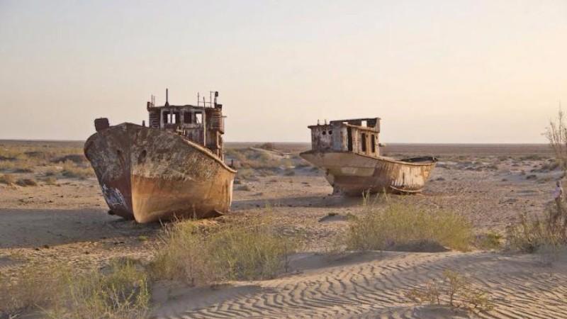 В Казахстане посреди пустыни нашли два корабля