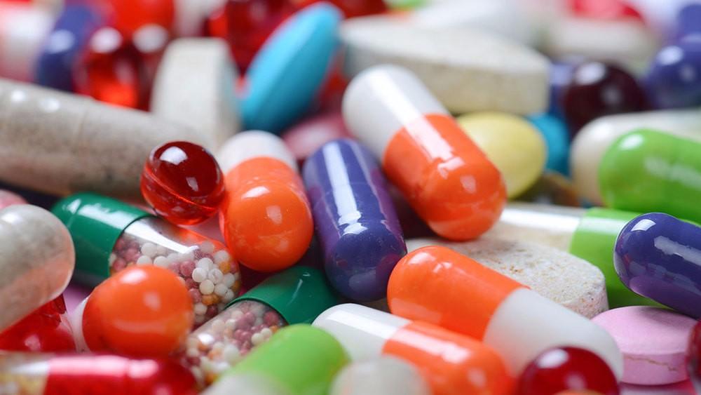 Как и когда стоит принимать витамины для костей и зубов