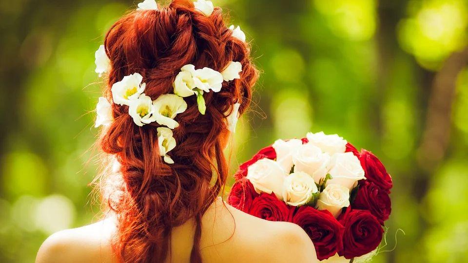 Какие цветы и букеты принято дарить любимой: девушке или жене?