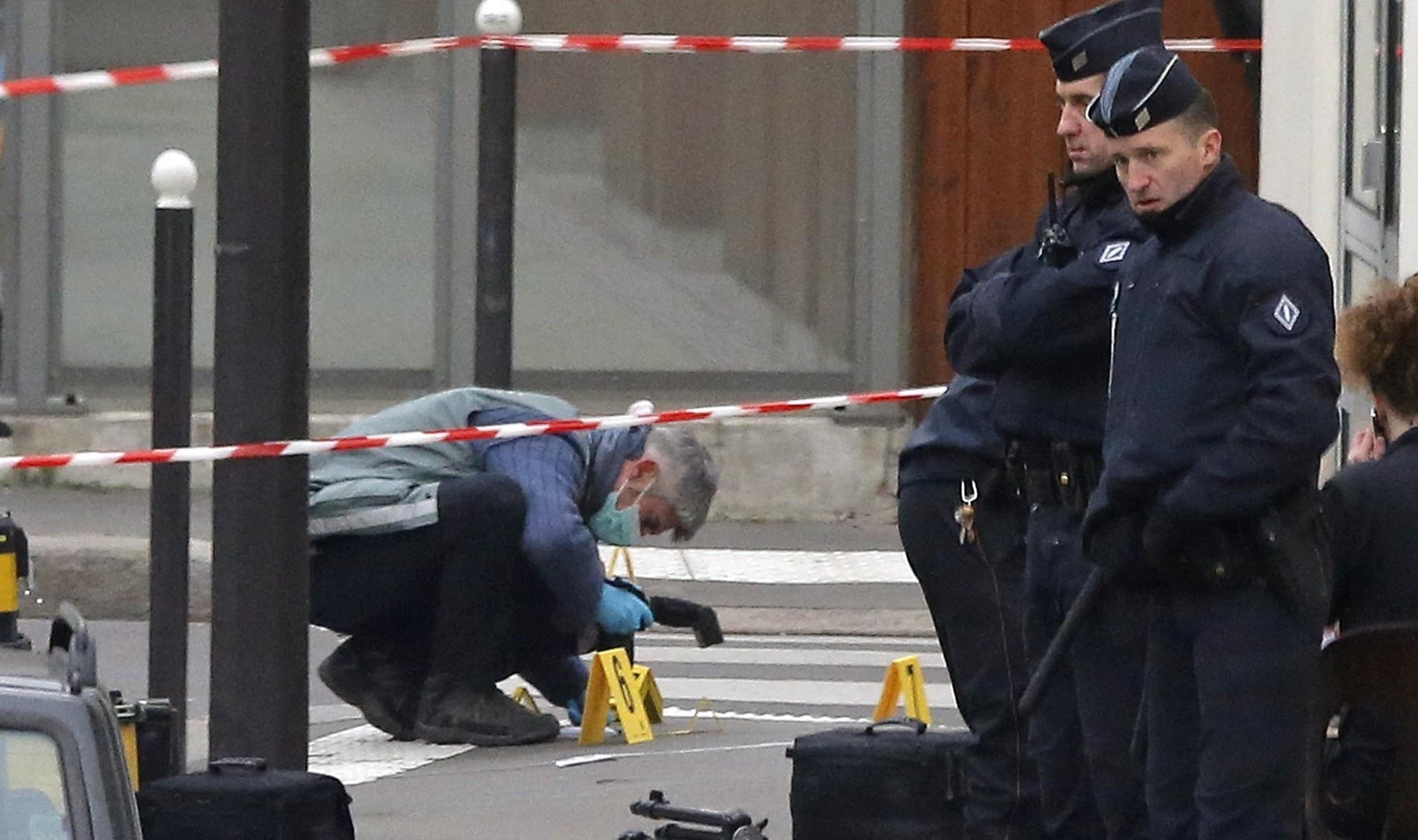 Полиция Франции задержала отца и брата террориста-смертника