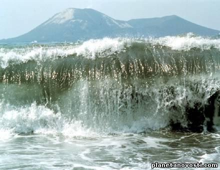 Где и когда было зафиксировано цунами высотой более 500 метров?