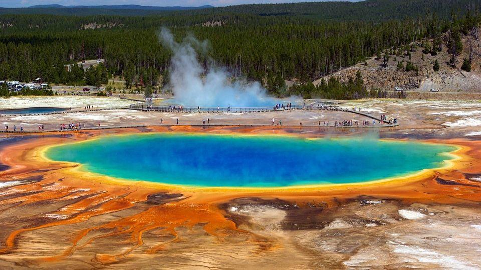 Геологи обнаружили на дне Йеллоустонского озера «кровавые бойни»