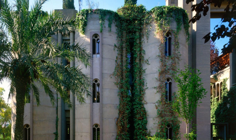 Старый завод в Испании архитектор превратил в шикарный коттедж
