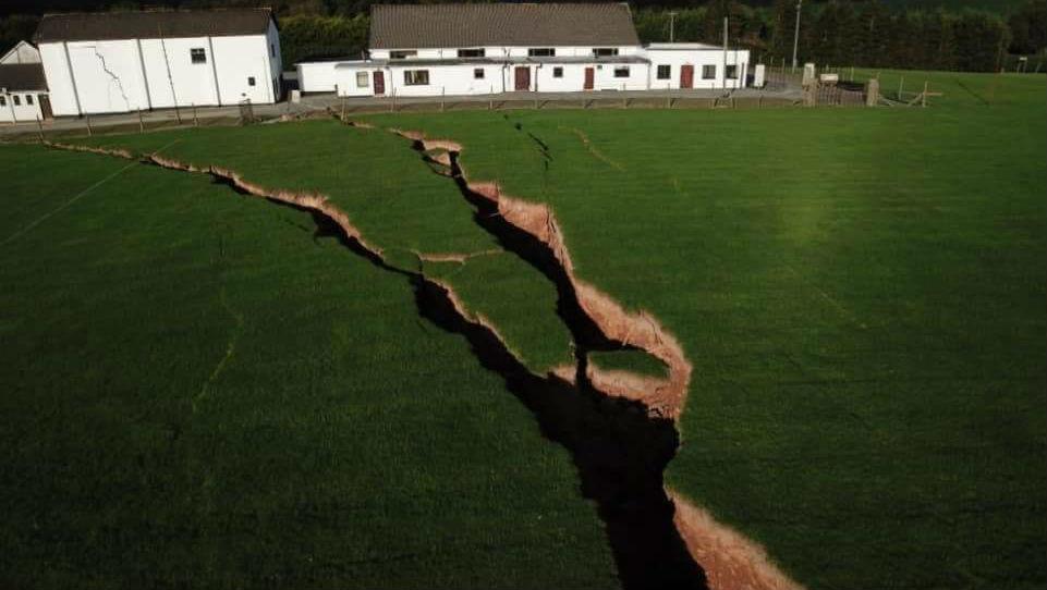Земля продолжает трещать по швам