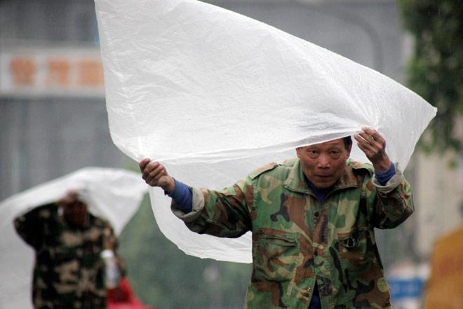 Китай продолжают заливать дожди