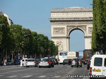 В Париже общественный транспорт сделали бесплатным