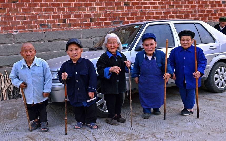Неразгаданная тайна китайской деревни карликов