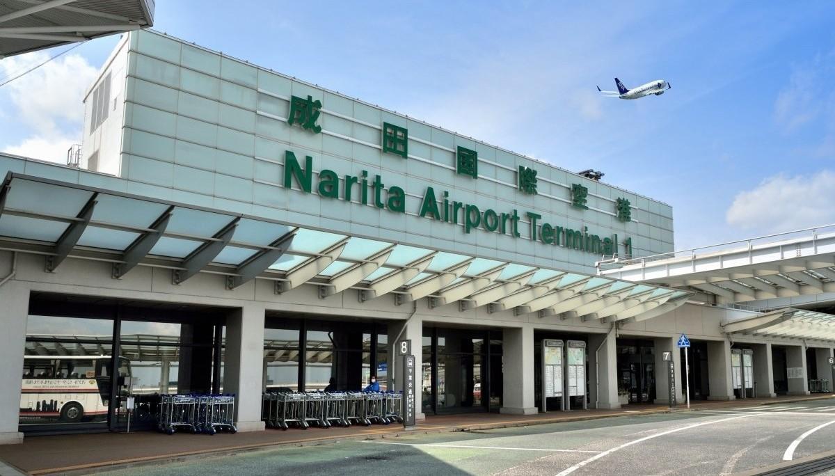 В международном аэропорту Японии столкнулись два самолета