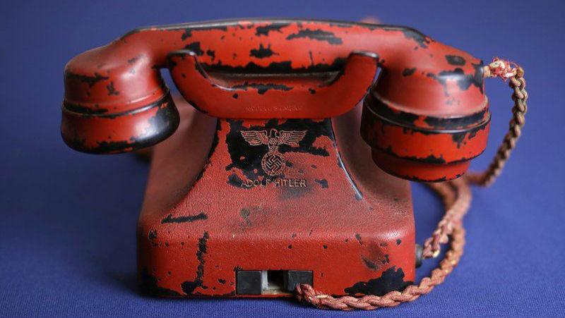 Личный телефон Гитлера продали на аукционе в США