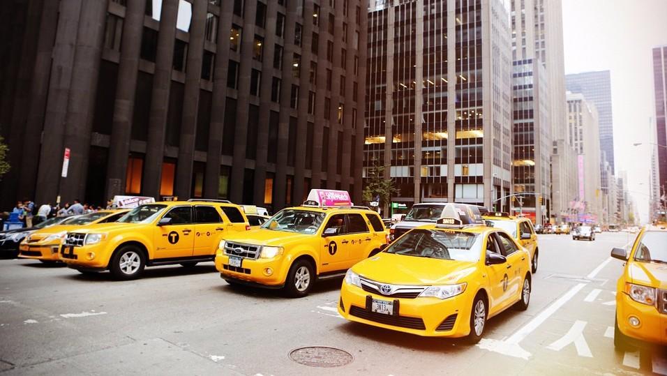 Что выгоднее: заказать такси или воспользоваться личным автомобилем