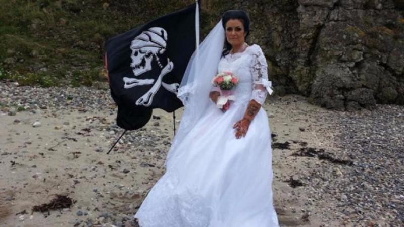Женщина, которая вышла замуж за призрака пирата, объявила о разводе
