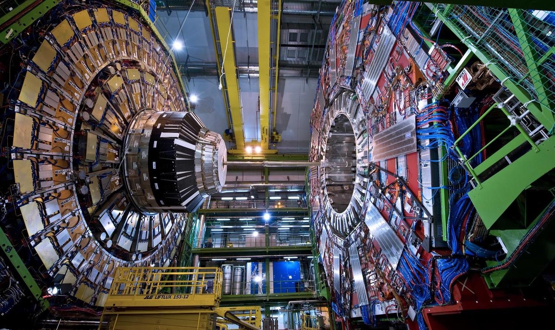 """Ученые ЦЕРН обнаружили 5 новых частиц с """"зачарованными"""" кварками"""