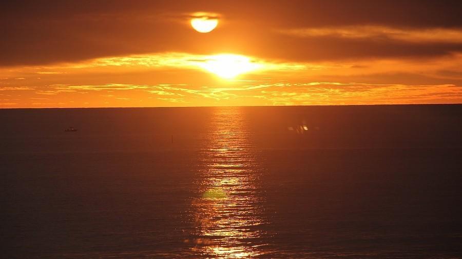 В северных широтах больше нет весны — сразу наступает лето. Неужели планету греют два солнца?