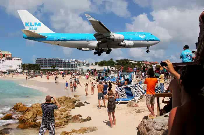Махо Бич (Maho Beach) — самый необычный пляж мира