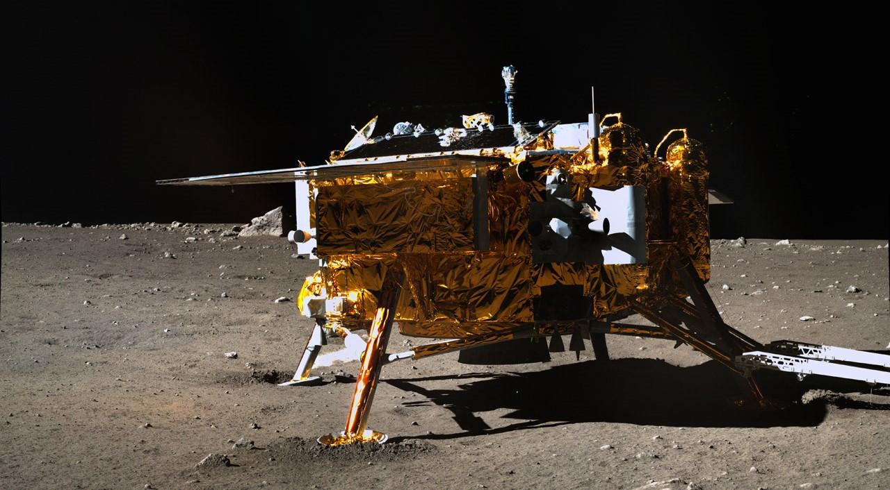 За китайским луноходом «Чанъэ 3» следил НЛО