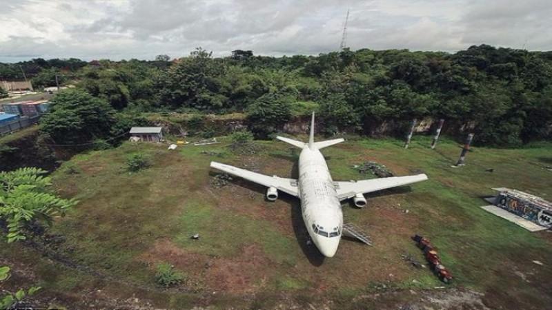 В Индонезии неизвестно откуда появился пассажирский аэробус Boeing 737