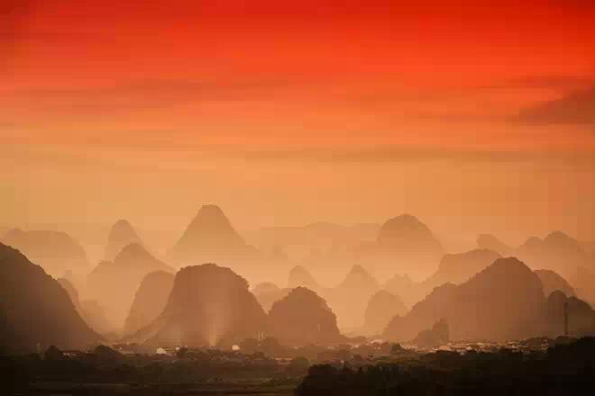 В Китае сравняли с землей десятки гор