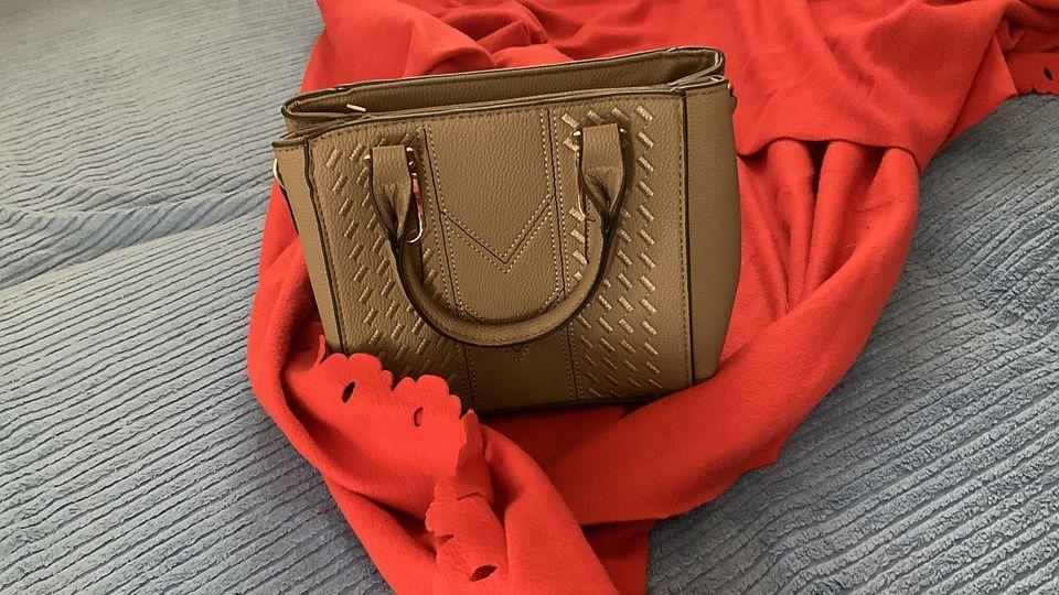 Классическая сумка из магазина SARA.com.ua