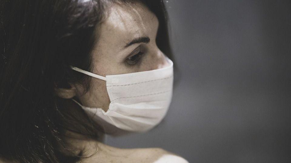 Маски придется носить даже после вакцинации: названы причины