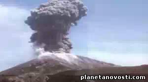 Вулкан Шивелуч на Камчатке выбросил мощный столб пепла