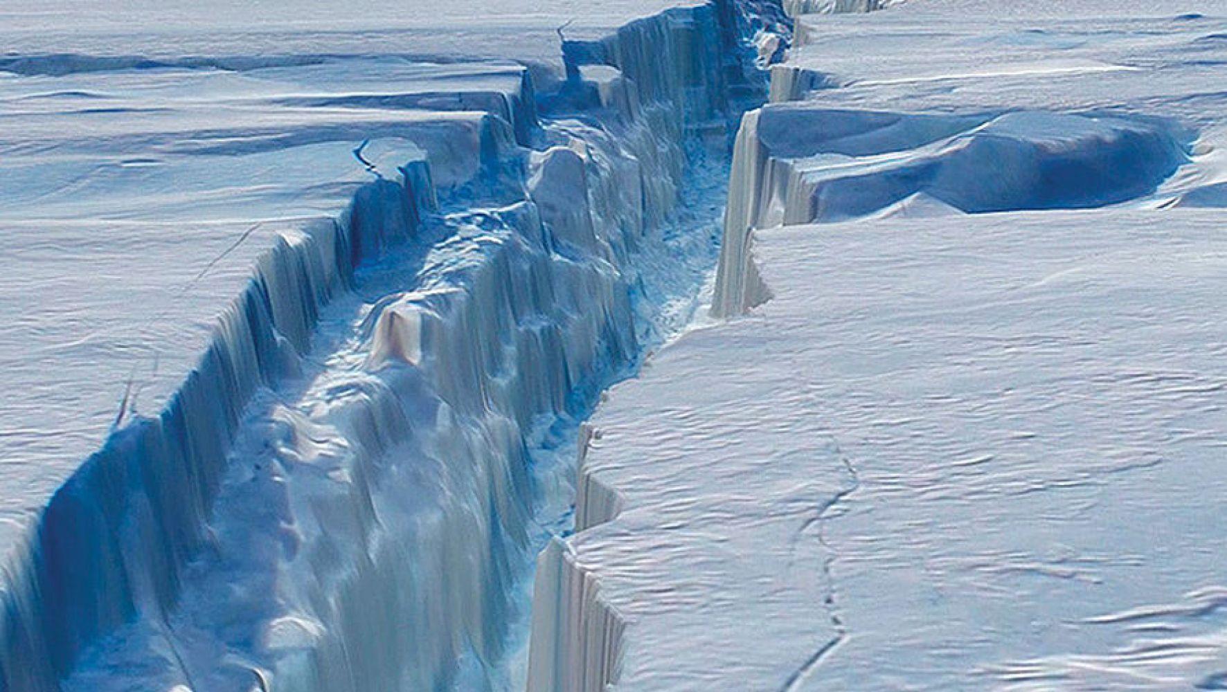 40-километровая растущая трещина раскалывает Антарктиду на куски