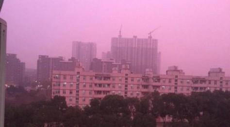Китай окутал необычный фиолетовый смог