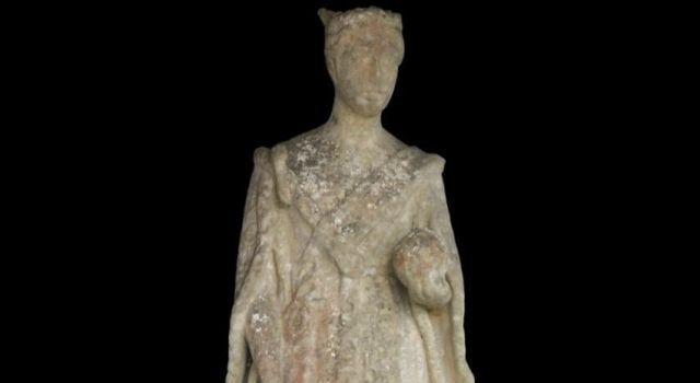 Пропавшую скульптуру королевы Виктории нашли через сто лет