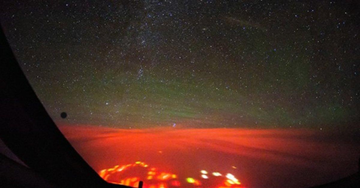 В Тихом океане зафиксировано странное красное свечение