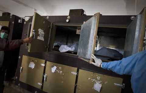 Работница морга обнаружила в морозильной камере живую женщину