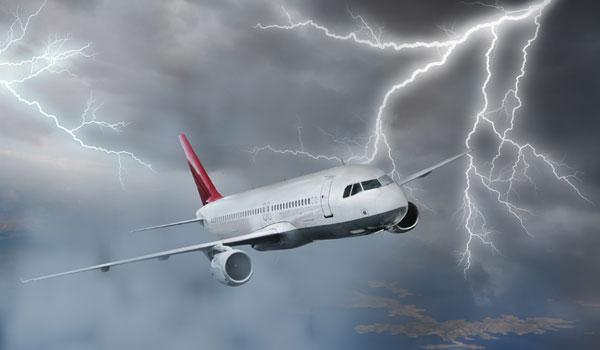 Молния повредила пассажирский самолет Москва-Симферополь