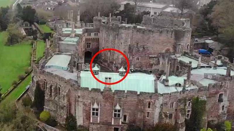 """Турист заснял """"рыцаря-привидение"""" в средневековом замке"""